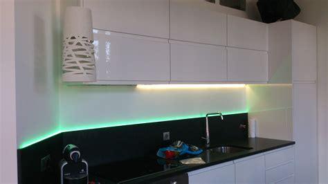 eclairage cuisine sous meuble luminaire suspendu led