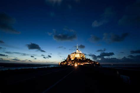 le mont michel la nuit pr 232 s de l hotel visite du mont michel et normandie