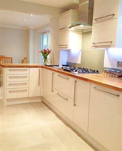 gloss kitchen tile ideas the 25 best cream gloss kitchen ideas on pinterest cream gloss kitchen decor cream kitchen