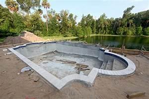 le prix de construction d39une piscine en beton materiel With construire une piscine en dur