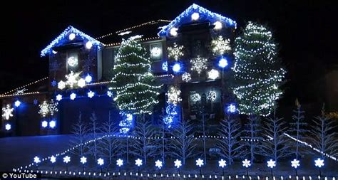 family decorates home with 25k lights