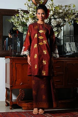 Although baju kurung is the generic name of the attire for both males and females, in malaysia, the female dress is referred to as baju kurung while the male dress is referred to as baju melayu. Serenemaklong: The Flow Of Baju Kurung