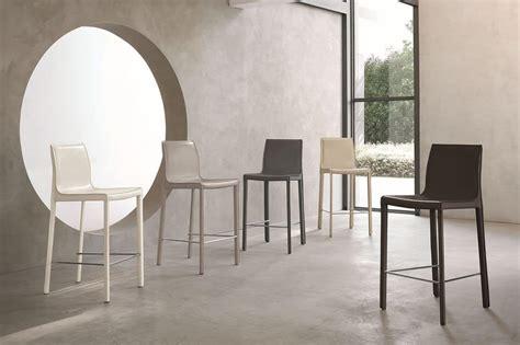 sgabelli design sgabello moderno rivestito in cuoio adatto per cucine