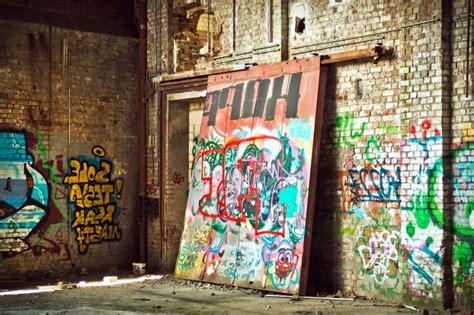 picture street graffiti art concrete block walls