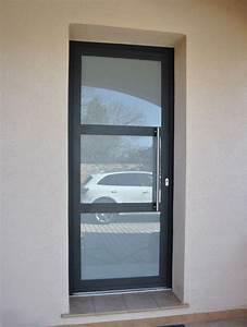 Porte D Entrée Vitrée Aluminium : pose d 39 une porte d 39 entree vitree en aluminium a sollies ~ Melissatoandfro.com Idées de Décoration