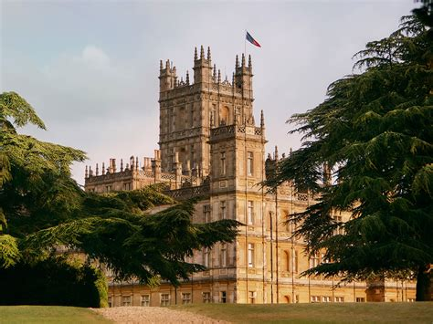 real life downton abbey   airbnb    eat dinner   earl  countess