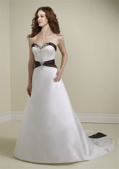 black and white photos with accents sweetheart wedding dress with black accent sang maestro