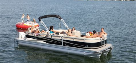 Lake House Rental With Pontoon Boat by Boat Rental Sailaway Lake House Rental