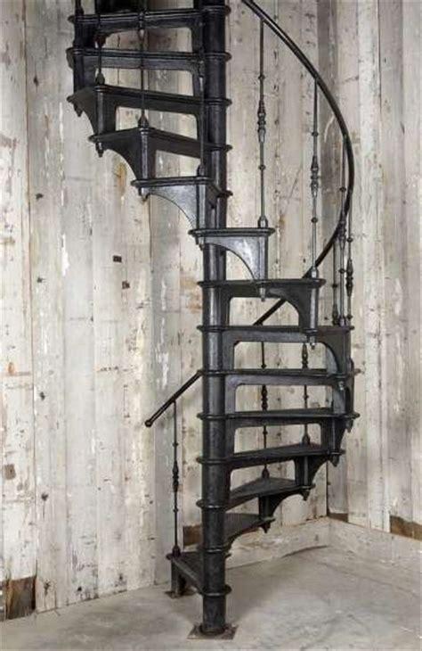 escalier colimacon d epoque industrielle 224 toulon