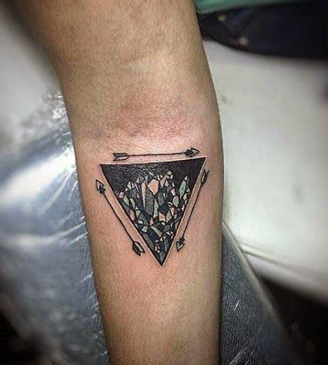 decouvrir les principales significations du tatouage triangle