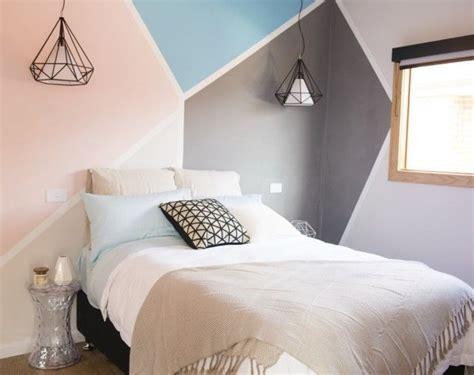 comment peindre une chambre en deux couleurs inspiration peinture murale géométrique habitatpresto