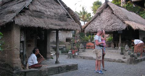 wisata rumah asli bali  desa batuan sukawati gianyar