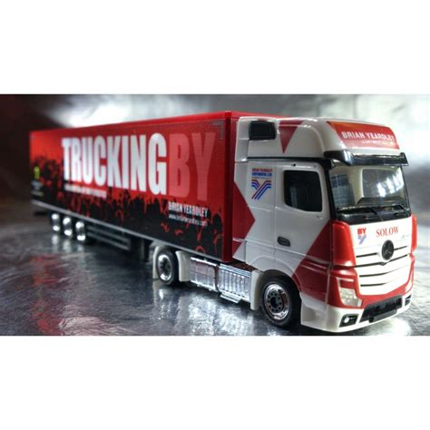 * Herpa Trucks 306003 MercedesBenz Actros Gigaspace box