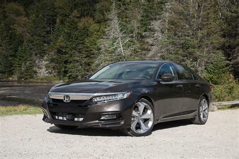 Review Honda Accord by 2018 Honda Accord Review Autoguide