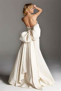 To bow or not to bow wedding dresses that make a for Wedding dresses with bows