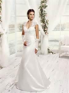 robe invitã de mariage 10 robes de mariée où le satin est roi mariage