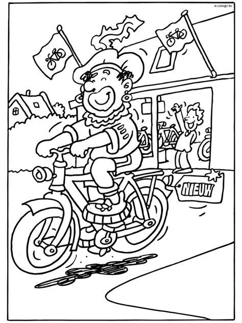 Kleurplaat Zwarte Piet Fiets kleurplaat zwarte piet met nieuwe fiets kleurplaten nl