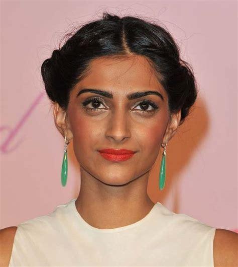 Bollywood Actresses Bad Makeup Pics