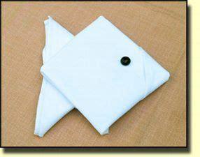 servietten falten fisch fisch servietten falten auf www roterochs e serviettenformen