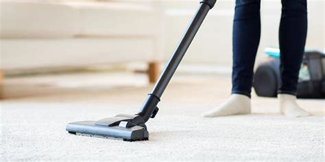 vacuuming floors 13 vacuum cleaning tips for your floors allergy air