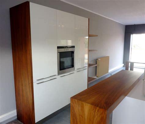 plan de travail bois cuisine cuisine bois et blanc brillant plan de travail corian