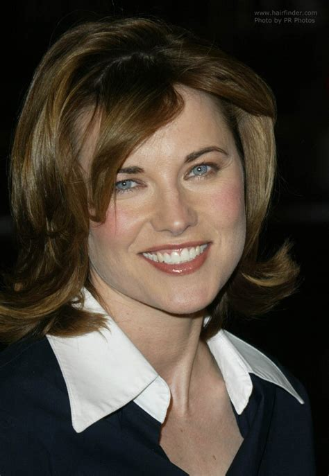 lucy lawless medium long wavy    face hairstyle