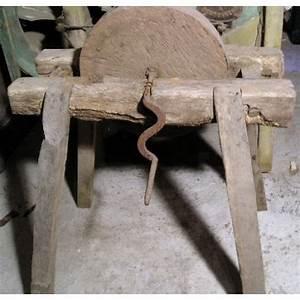 Meule à Eau Ancienne : meule eau ancienne pierre ronde sur pieds broc23 ~ Dailycaller-alerts.com Idées de Décoration