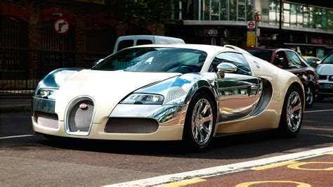 Bugatti Veyron In White And Silver Chrome Front And Side
