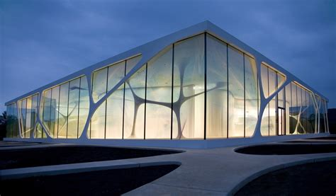 Hyper-naturalistic And Aesthetic Architecture-leonardo