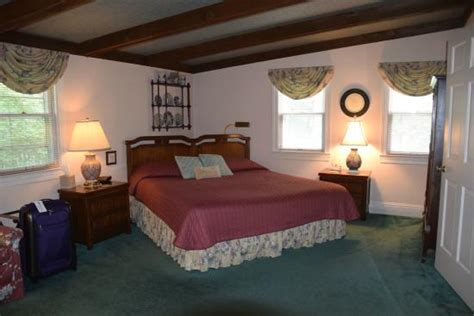 Pinecrest Cottage Bed And Breakfast (louisville, Ky
