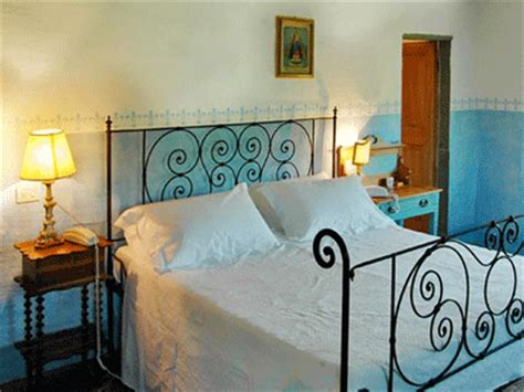 tuscan bedroom decor blue  green colors