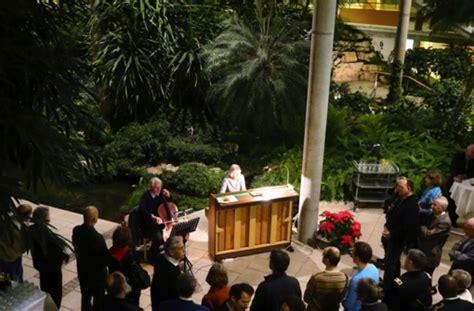 Nikolauscusanushaus Neujahrsfeier Unter Palmen