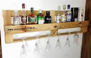 Weinregal Für Die Wand : diy anleitung shabby bar aus einweg palette die minibar f r die wand ~ Markanthonyermac.com Haus und Dekorationen