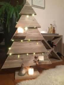 deko tannenbaum holz mit rinde frohe weihnachten in europa