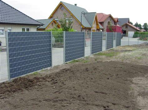 sichtschutz zum aufstellen doppelstabmattenzaun mit kunststoffsichtschutz gt zaunanlagen bockmeyer zaun tor systeme