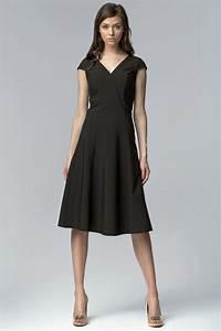 comment shabiller quand on a une forte poitrine With comment egayer une robe noire pour un mariage