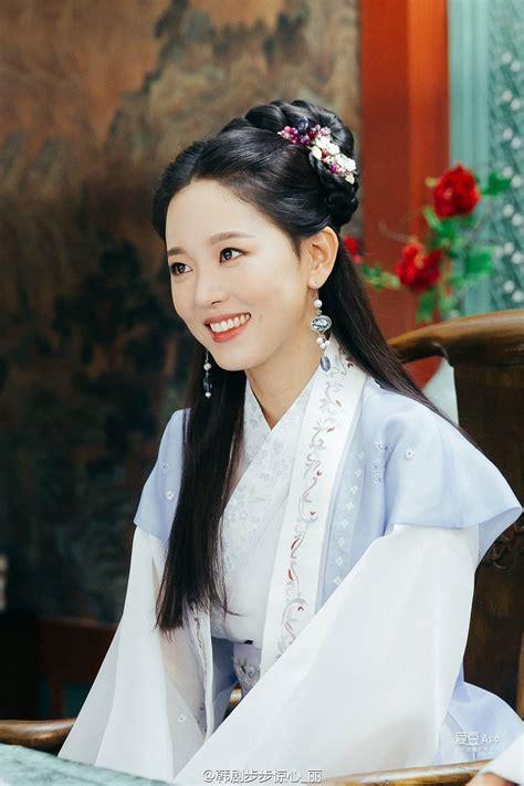koreans claim  rookie actress   iu  sulli