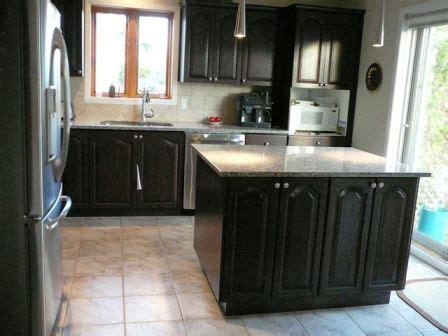 retaper armoire de cuisine armoire de cuisine en chêne décapage changer la couleur
