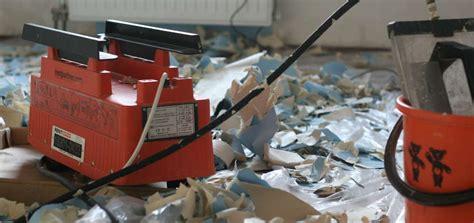 decoller du crepis interieur comment d 233 coller du papier peint