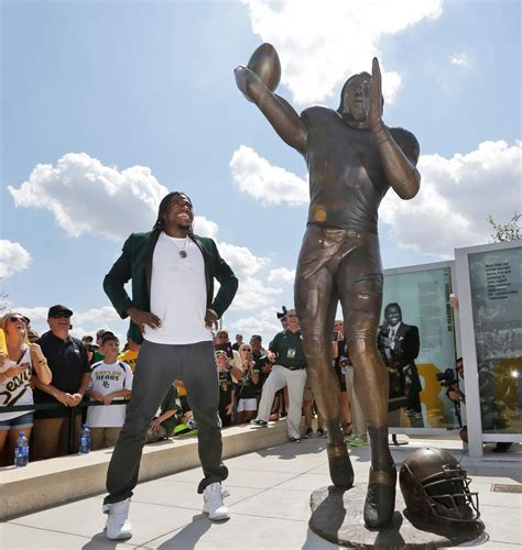 Baylor Boats rg3 statue boats on water at baylor s new stadium