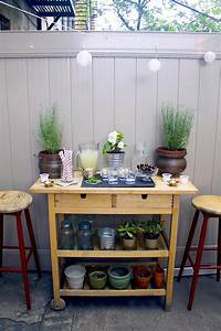 outdoor bar cart What Every Backyard Party Needs: 12 DIY Outdoor Serving ...