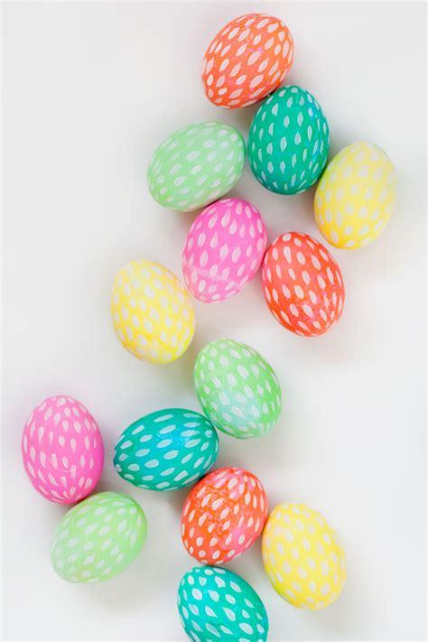 Oster Eierbecher Basteln by Brushstroke Painted Easter Eggs Tell And