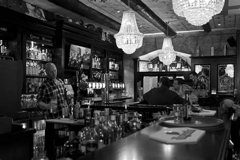 resto marseille vieux port pub anglais 224 marseille bar restaurant marseille vieux port the