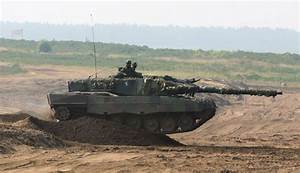 Military Vehicle Photos - Leopard 2 tank in action