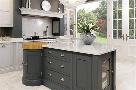 designer kitchen islands luxury kitchen designer tom howley opened a showroom