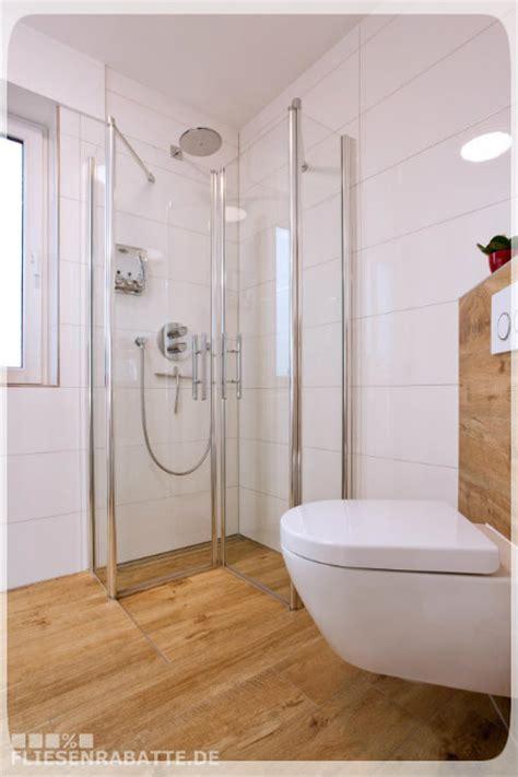 holzoptik fliesen bad badezimmermöbel holz liegt im trend