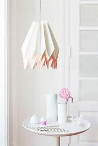 Origami Lampe Kaufen : polarwei e origami lampe mit pastellrosa streifen von orikomi bei pamono kaufen ~ Markanthonyermac.com Haus und Dekorationen