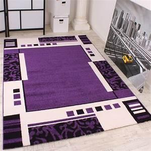 tapis de createur a motif en violet noir blanc super With tapis petit prix
