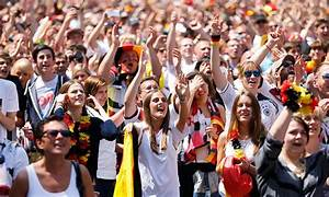 Germany hails World Cup heroes with warm welcome ...