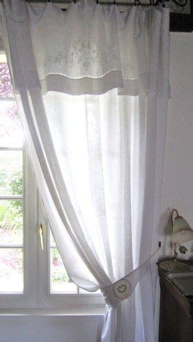 un rideau fait d un drap ancien avec embrasse secrets de tiroirs rideaux et brise bise